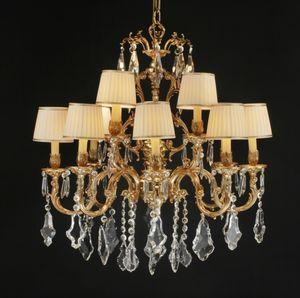 Art. 252 cp, Grande lampadario con pendenti in cristallo