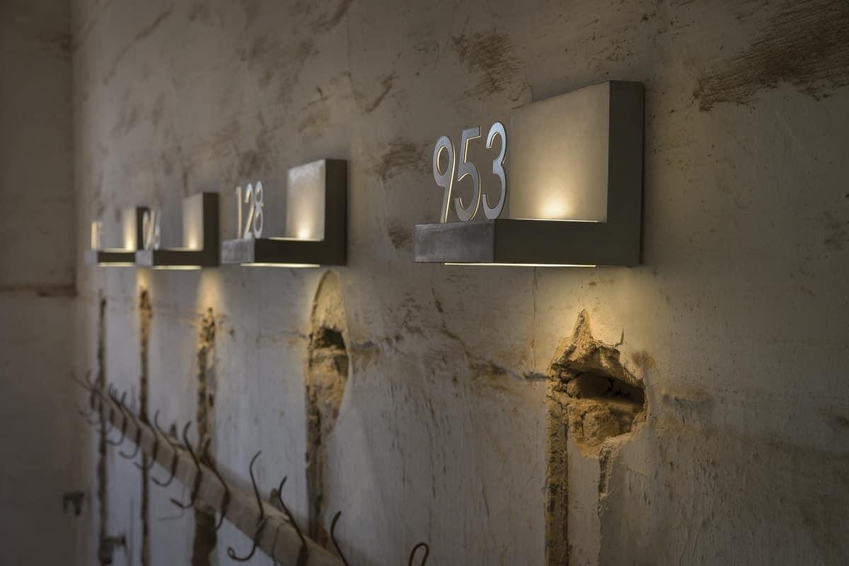 Lampada applique da esterno in cemento accessoriabile con numeri