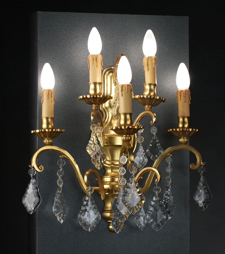 Applique a cinque luci con pendenti artigianali in cristallo idfdesign for Lampade da bagno a parete