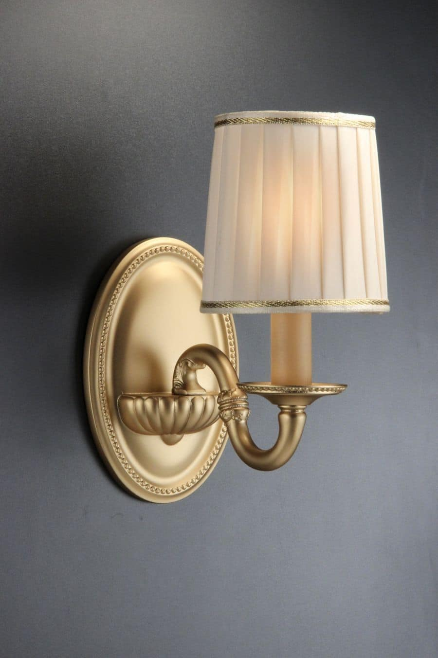 Elegante applique made in italy idfdesign for Lampade da parete design economiche