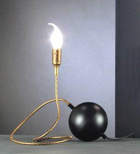 Art. TNT, Lampada da tavolo a forma di palla di dinamite