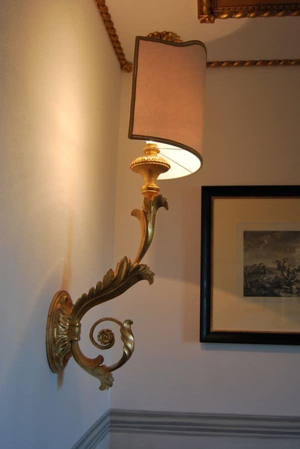 Lampada classica da muro per ristoranti di lusso idfdesign - Applique da parete classiche ...