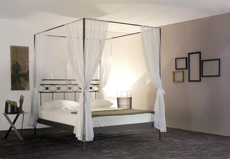 letto matrimoniale con baldacchino in ferro idfdesign. Black Bedroom Furniture Sets. Home Design Ideas
