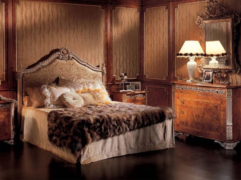 Letto classico in legno intagliato testiera imbottita for Decoracion dormitorios clasicos