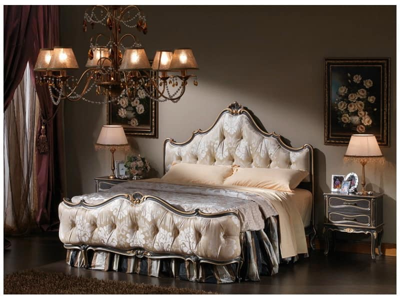 Letto in stile classico pediera e testiera capitonn for Design di mobili in legno letto