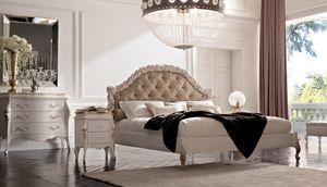Art. 21412, Elegante letto con testiera intagliata