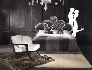 Art. 805, Letto intagliato con decori in foglia argento, classico