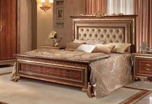 Giotto letto imbottito, Letto in noce con testata capitonn�, stile regale