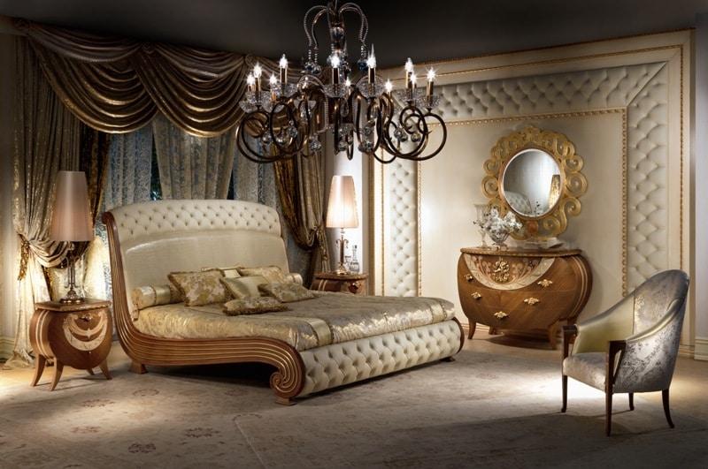 Letto in legno massiccio decori in foglia oro capitonn for Design di mobili in legno letto