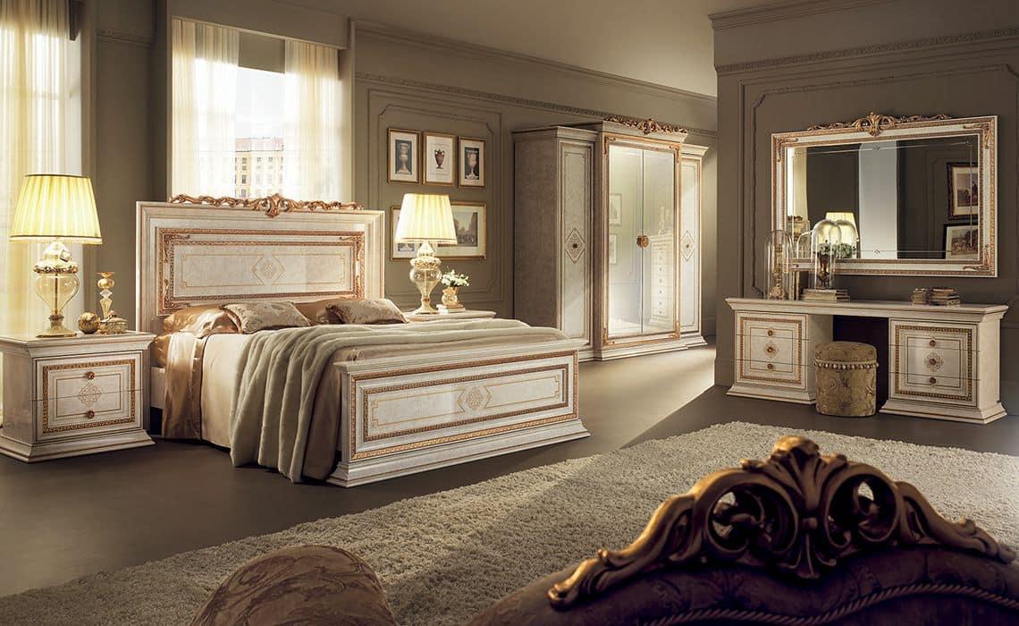 Arredo classico per camere, con letto matrimoniale, armadio 4 ante, pettiniera e comodini 2 ...
