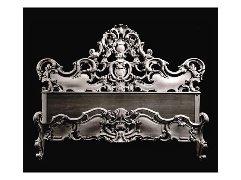 Letto art. 74, Letto con cimasa con decoro a conchiglia, stile barocco