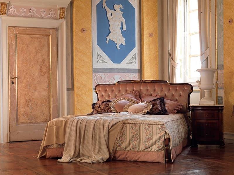 Modigliani, Letto rifinito a mano, capitonnè, finitura in noce