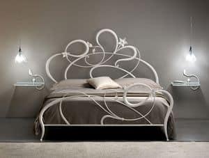 Anemone, Letto matrimoniale in ferro battuto, linee curve