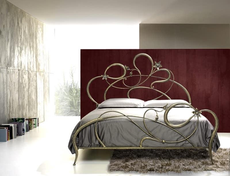 Letto matrimoniale in ferro battuto, linee curve | IDFdesign