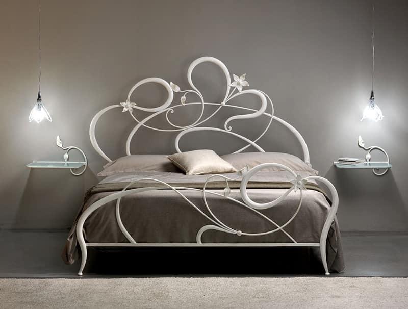 Letto matrimoniale in ferro battuto linee curve idfdesign for Letti in metallo
