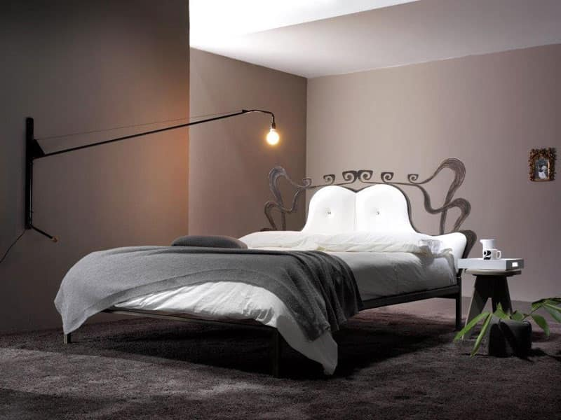 Letto con struttura in ferro battuto camera da letto idfdesign - Camera da letto ferro battuto ...