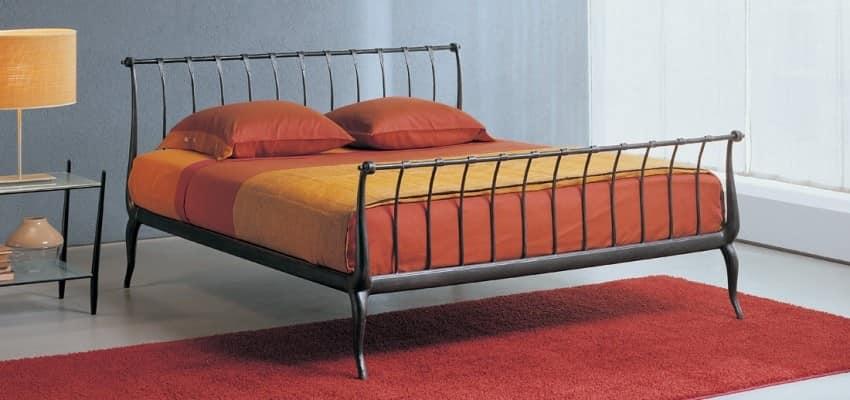 Letto in ferro battuto design con motivo verticale for Letti moderni in ferro