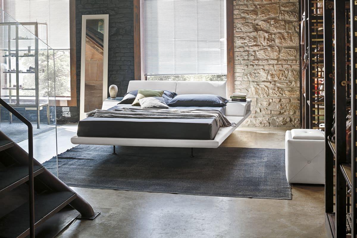 Letto king size con cuscini reclinabili e comodini for Letti moderni design