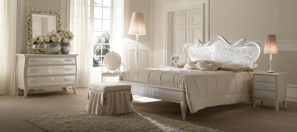Letto verniciato madreperla decorato a mano per camere da letto in stile classico idfdesign - Camere da letto stile classico ...
