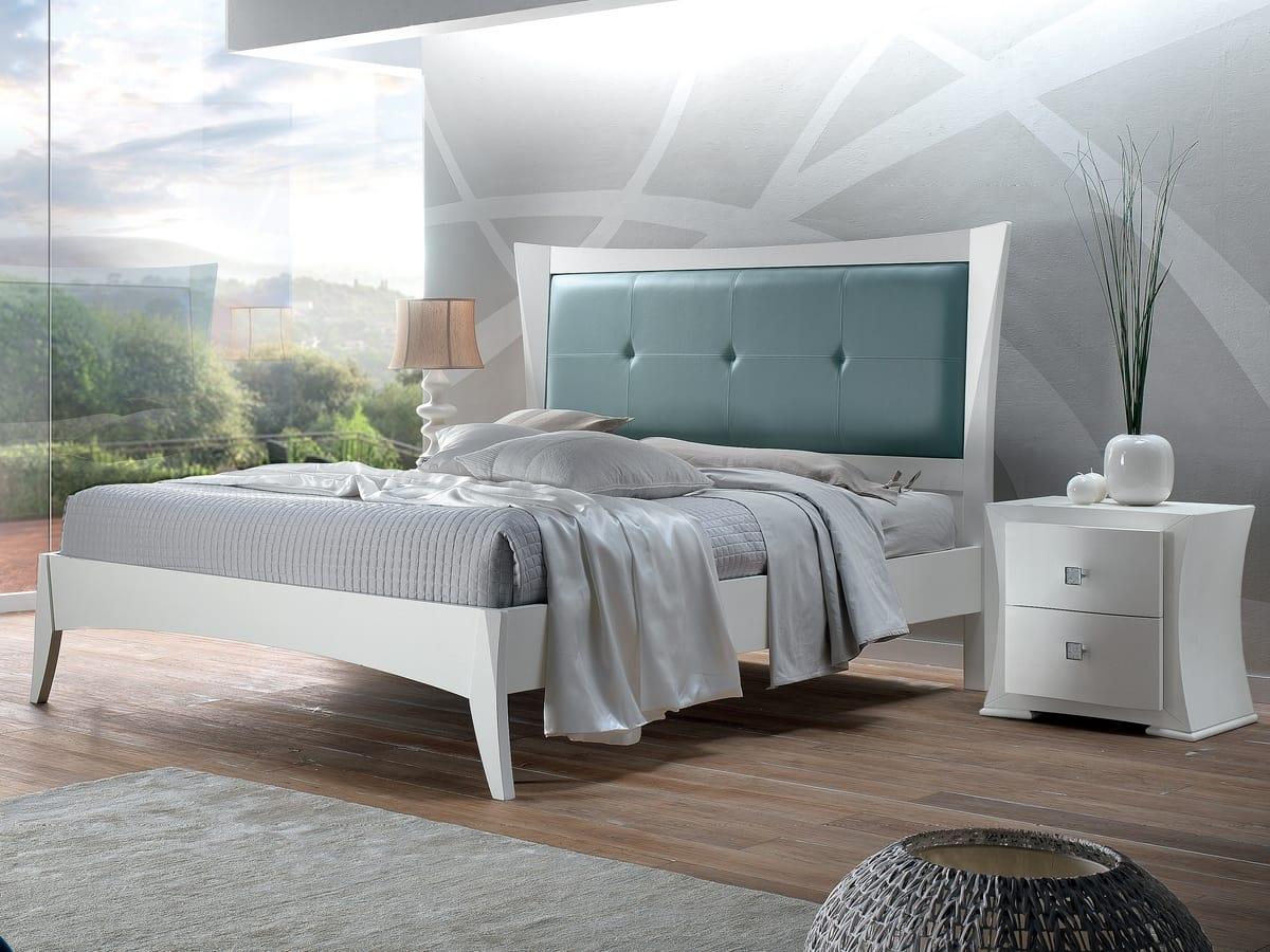 Vela letto, Letto in legno bianco
