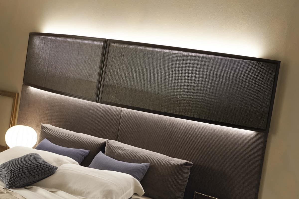 Letto con imponente testata imbottita, con luci | IDFdesign