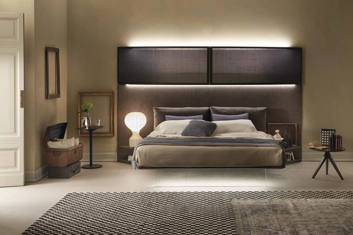 Letto con imponente testata imbottita con luci idfdesign - Luci camera da letto ...
