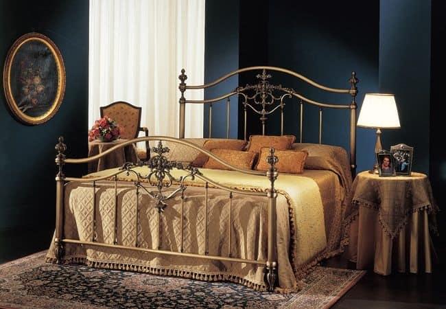 letto matrimoniale in ottone per camera albergo idfdesign