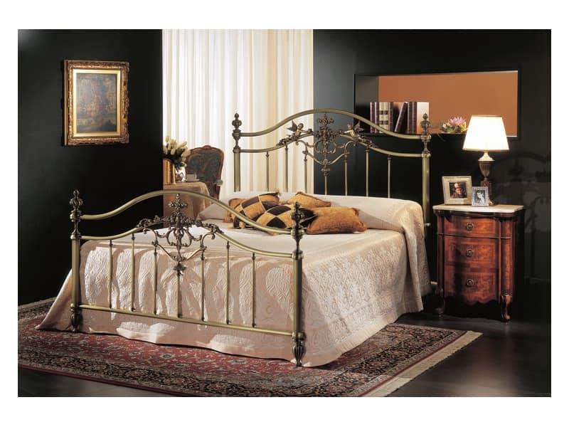 Letto classico in ottone bronzo per stanza albergo - Letto in ottone rovinato ...