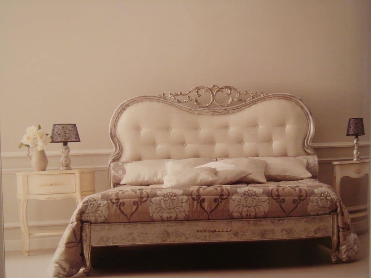 Classico letto matrimoniale per la camera intagliato for Letti classici