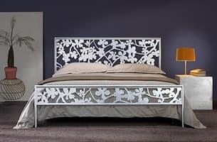 Letto in ferro con decori floreali tagliati al laser | IDFdesign