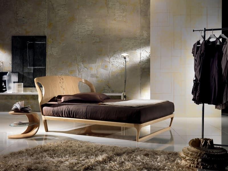 LE16 Iride, letto in legno, testiera intarsiata con motivi geometrici