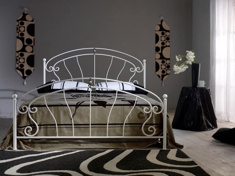 Letto in ferro battuto con fusione in ottone e inserto in ceramica idfdesign - Camere con letto in ferro battuto ...