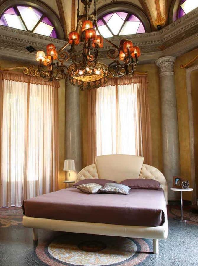 Letto classico imbottito, testata a 3 pannelli, per hotel | IDFdesign