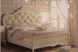 Priori, Letto classico di lusso per hotel, decori foglia argento