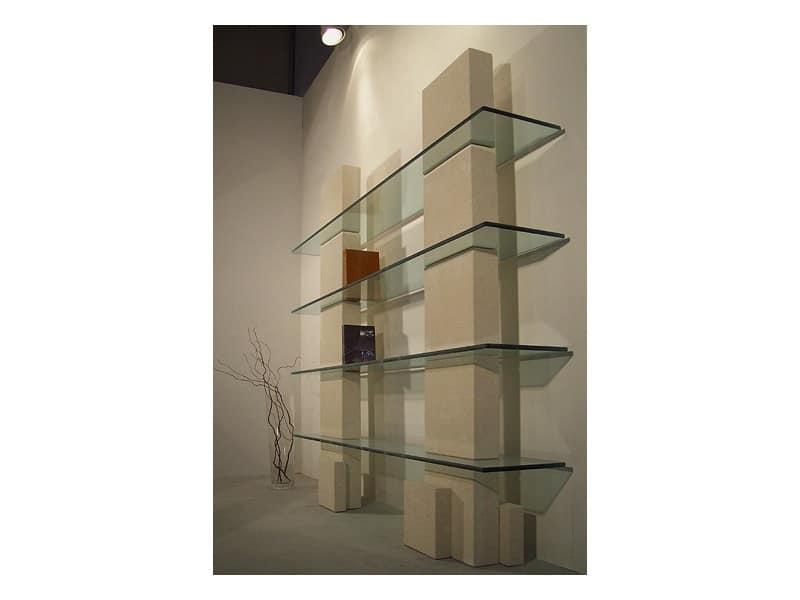 Libreria con struttura in pietra e ripiani in vetro for Libreria acciaio e vetro