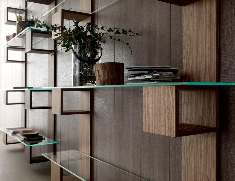 Libreria moderna in legno con ripiani in vetro per for Scaffali design