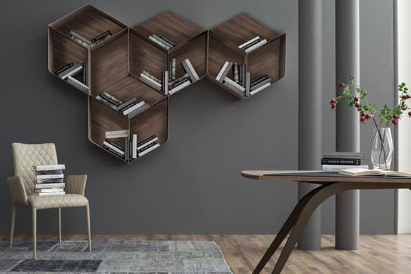 Libreria componibile composta da cubi in legno e metallo for Libreria cubi componibile