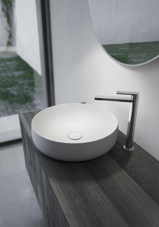 Arredo per bagno con due lavabi tondi in ceramica idfdesign for Mobili bagno con due lavabi
