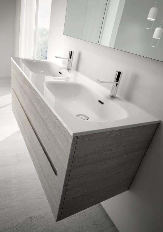 Arredo per bagno con due capienti lavabi idfdesign for Mobili bagno con due lavabi