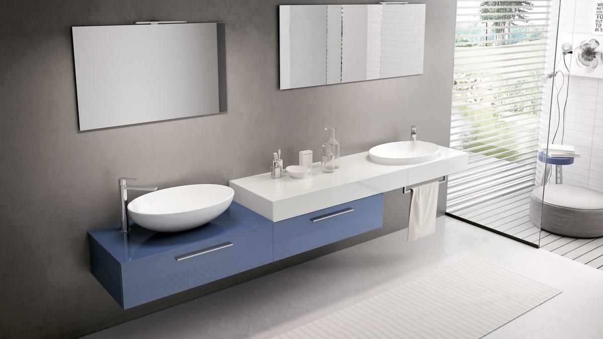 Arredo bagno con mobile blu lucido idfdesign - Bagno con sale ...