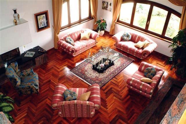 Lavorazioni a mano per la casa mobili classici fatti a for Mobili per salotti classici