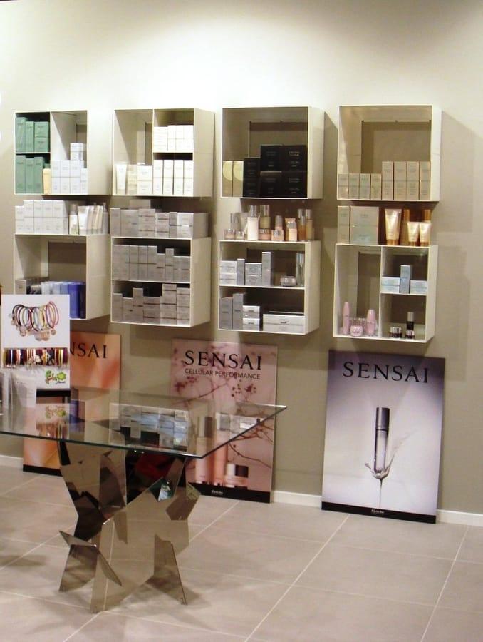 Elementi contenitori a parete, in acciaio, ideali per profumerie e negozi  IDFdesign