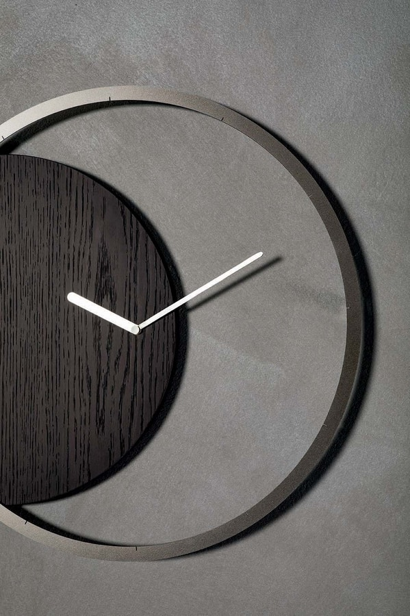 CIRCLE, Orologio con struttura in metallo e pannello in legno