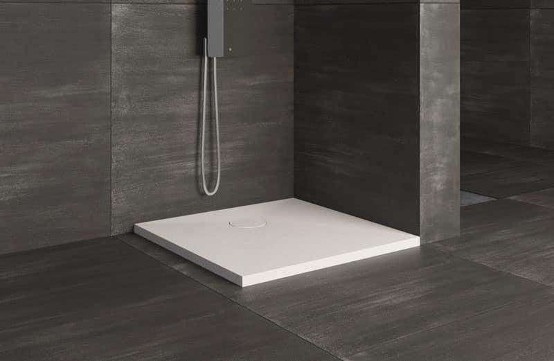 Piatto per doccia stile lineare per bagno hotel idfdesign - Piatti doccia piccoli ...