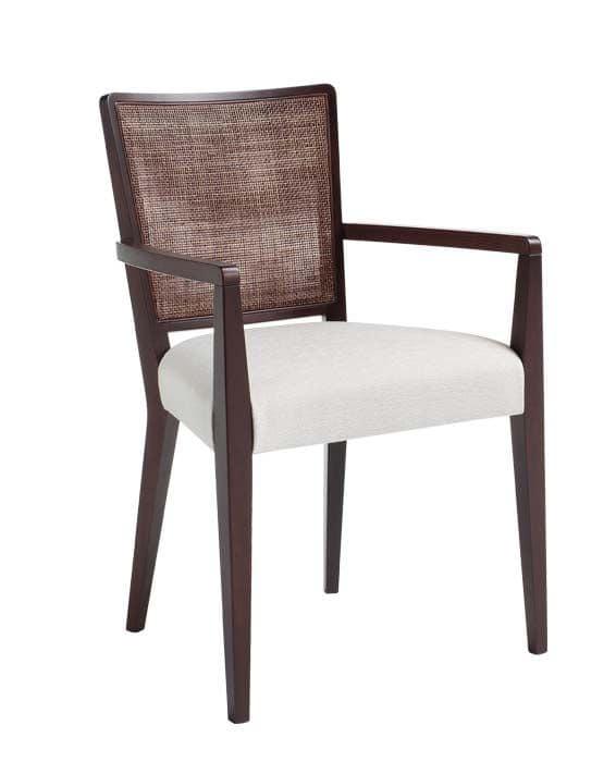C39, Poltroncina in legno massiccio, seduta imbottita e rivestita in tessuto, schienale in rete, per ambienti contract