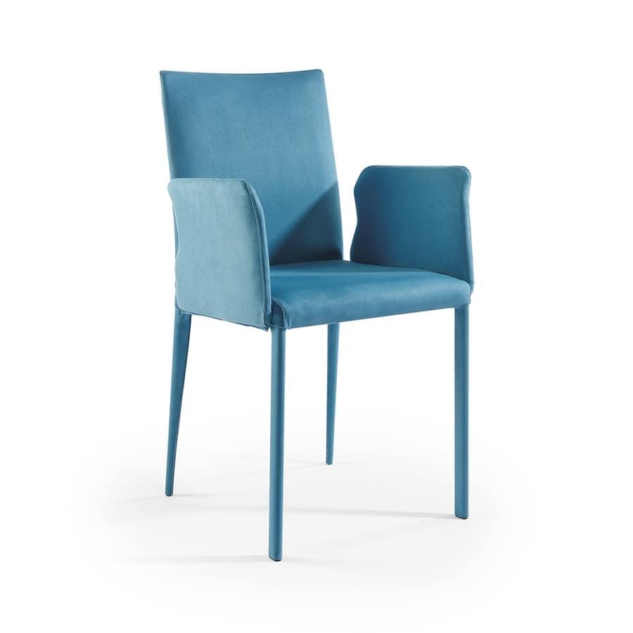 Sedia moderna rivestita in pelle con braccioli verniciati idfdesign for Poltroncine in pelle