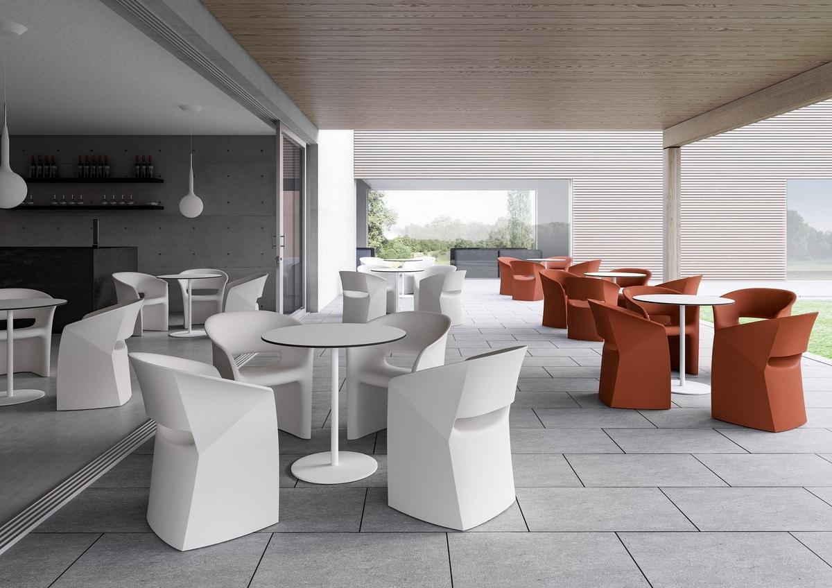 Kuark, Poltroncina a pozzetto, realizzata in polietilene colorato, per uso indoor e outdoor