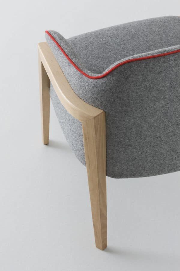 Chevalet BL, Poltroncina design imbottita con gambe in legno di faggio