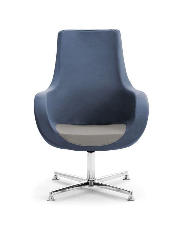 Poltrona con seduta profonda e schienale alto idfdesign for Poltrone di piccole dimensioni