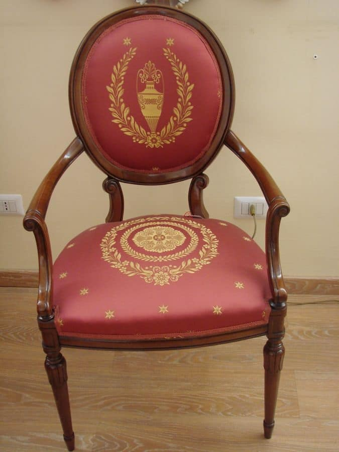 Poltroncina classica per sala da pranzo tessuto decorato - Sedie capotavola ...